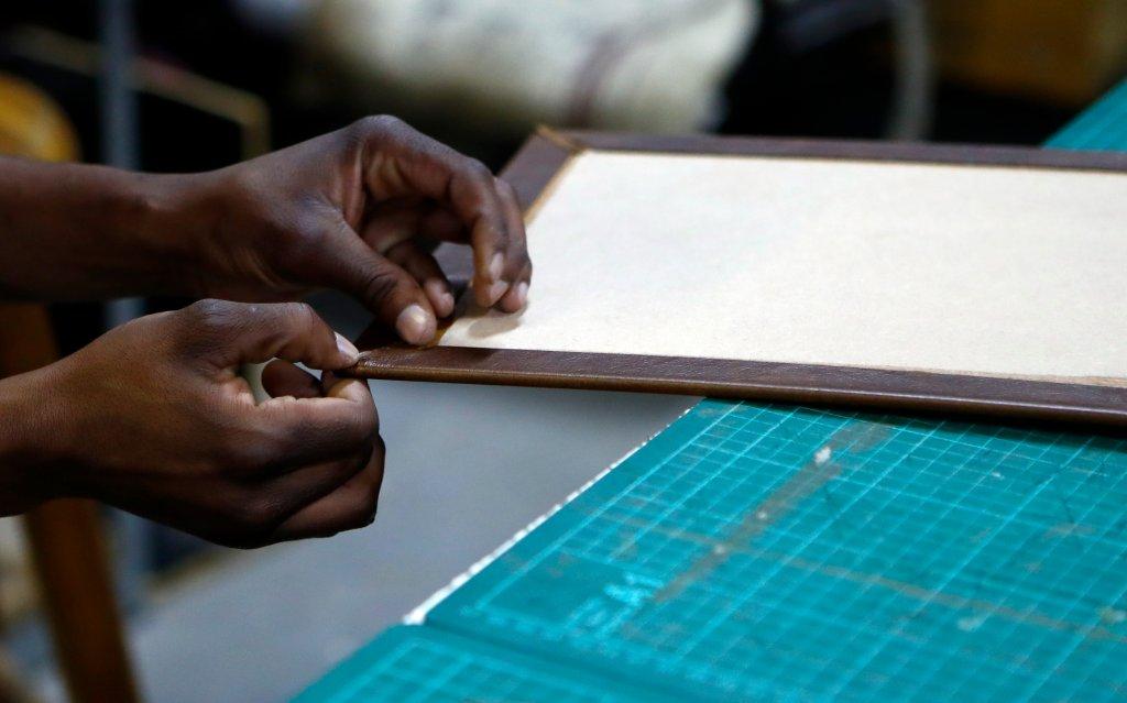 na-nu-ja staff folding leather