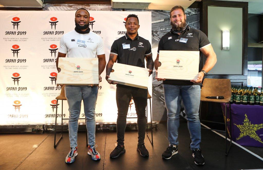 Players Lukhanyo Am, S'bu Nkosi, Thomas du Toit receiving their photobooks